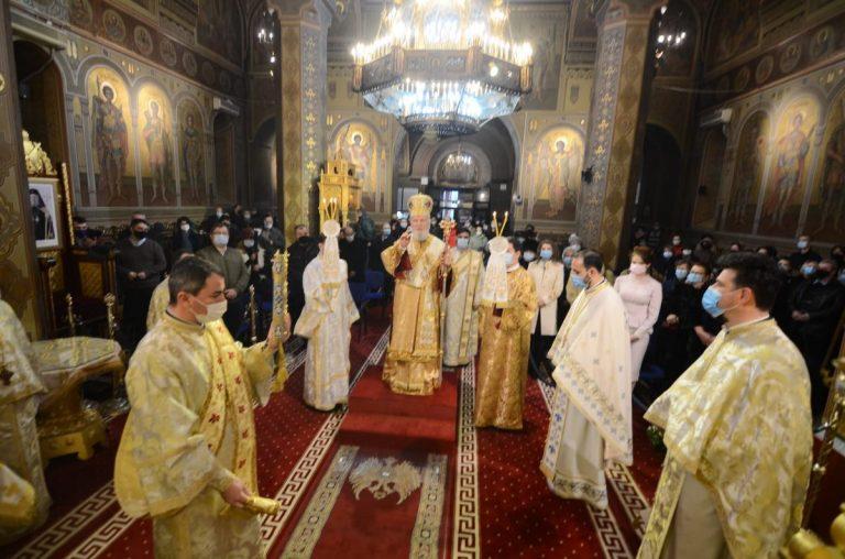 AUTENTICA SMERENIE MANIFESTĂ PUTERNICA CREDINȚĂ ÎN DUMNEZEU    -Slujire arhierească la Catedrala din Târgoviște –