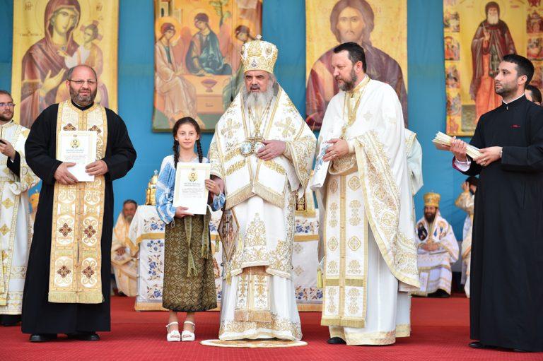 Read more about the article PAROHIA GHEBOAIA DIN ARHIEPISCOPIA TÂRGOVIŞTEI, PREMIATĂ DE PATRIARHUL ROMÂNIEI