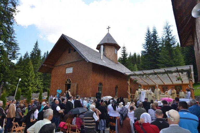 Read more about the article HRAMUL MÂNĂSTIRII PEȘTERA DIN ARHIEPISCOPIA TÂRGOVIȘTEI