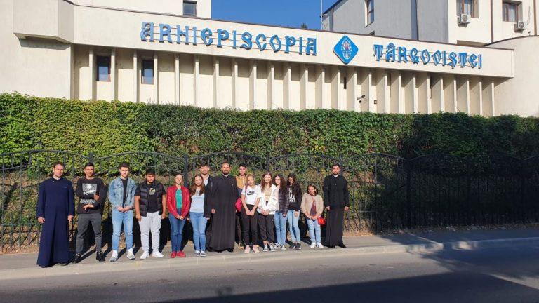 Read more about the article TABĂRĂ URBANĂ PENTRU 12 TINERI DIN ARHIEPISCOPIA TÂRGOVIȘTEI